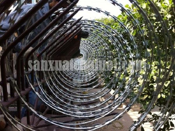 Hàng rào kẽm gai thép